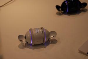 边唱边跳的SONY音乐机器人